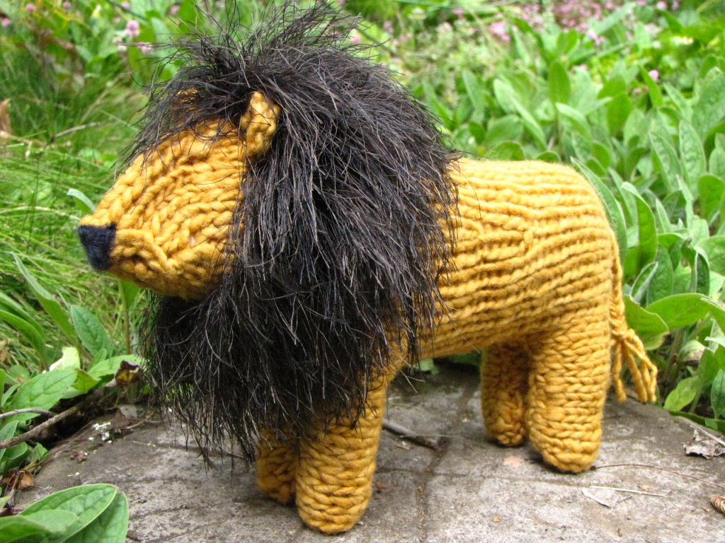 knitted lion pattern